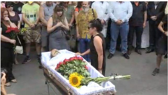 Как прощаются с певцом Слипаком, погибшим на Донбассе (фото,видео)