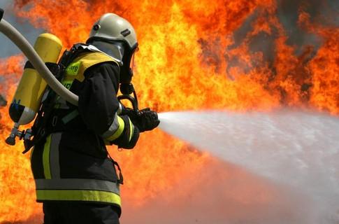 В Харькове всю ночь горел склад