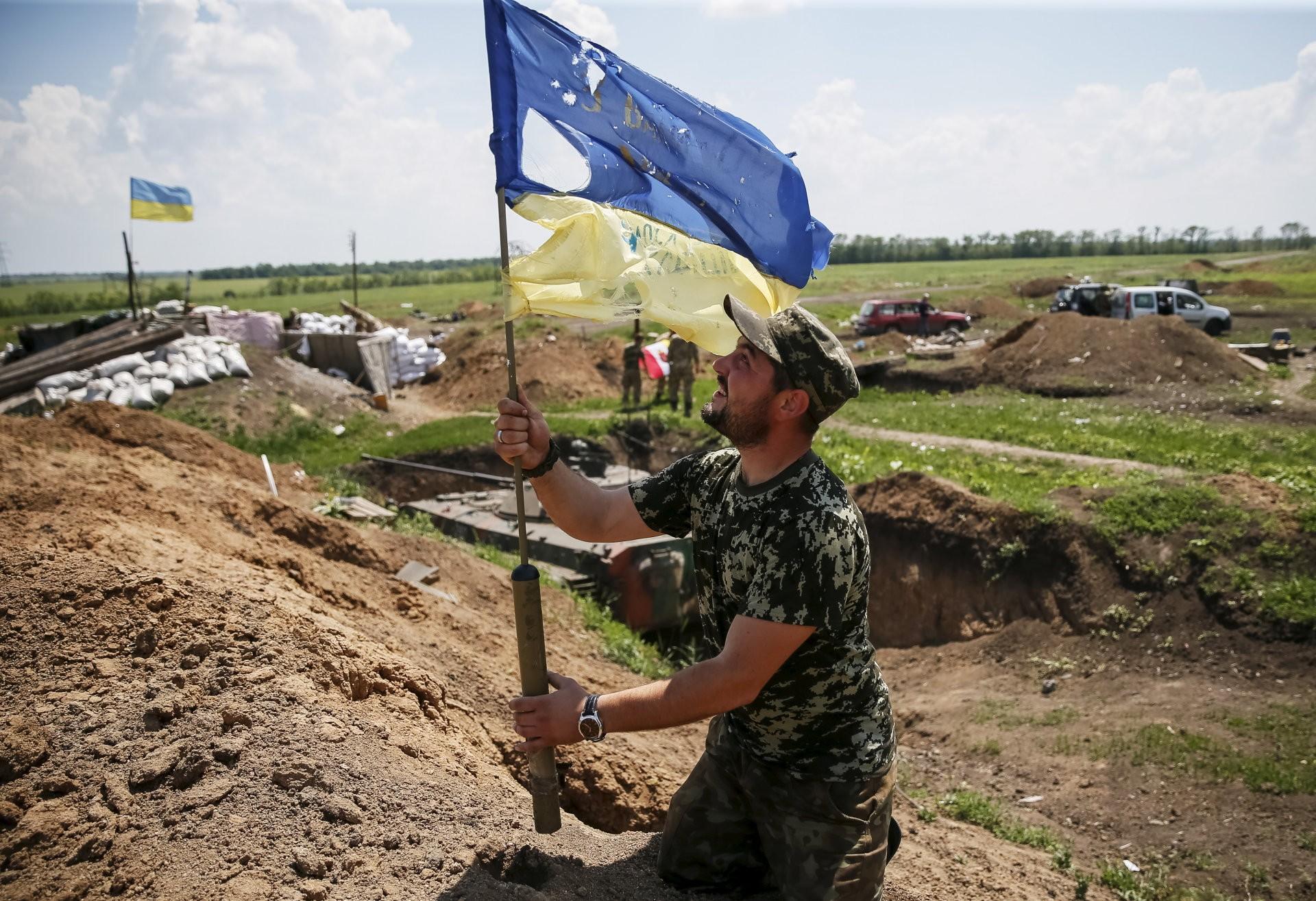 Сложная ситуация в зоне АТО: за сутки 61 обстрел позиций военных (ВИДЕО)