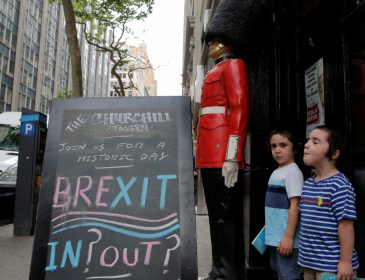 За новый референдум касательно Brexit подписались более 555 тысяч британцев