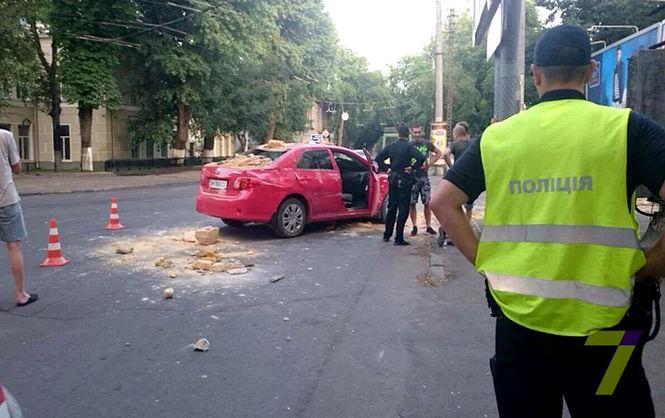 В Одессе 17-летний парень на иномарке въехал в забор военного госпиталя (ФОТО)
