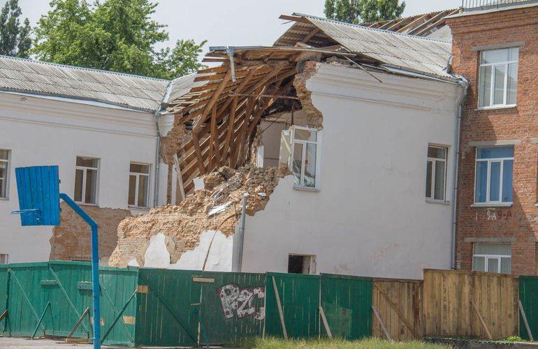 В центре Житомира рухнул корпус учебного заведения (ФОТО)