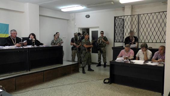 Суд в Мариуполе оставил под стражей подозреваемых в убийстве СБУшника