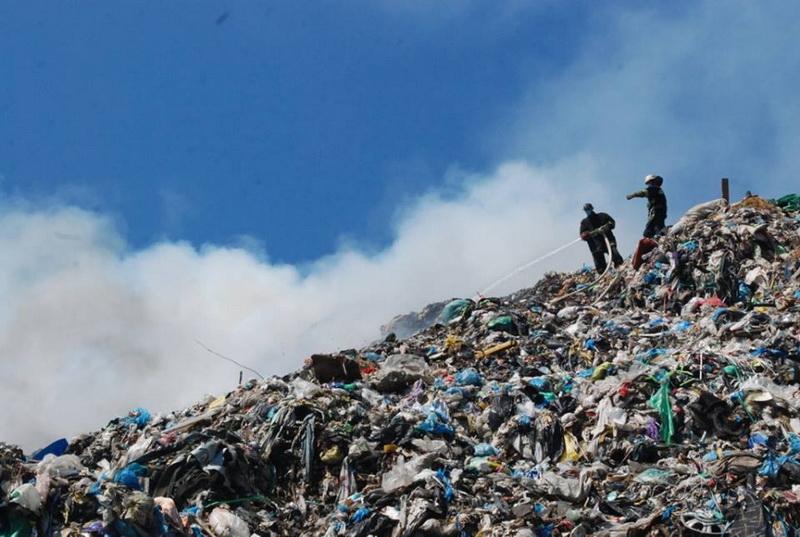 Во Львове на железнодорожном вокзале обнаружили кучи неубранного мусора (ФОТО)