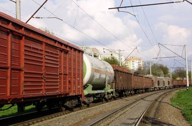 В Тернополе парни гуляли по крышам вагонов: один погиб