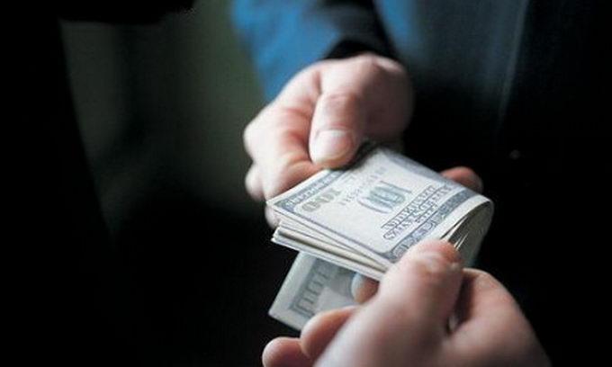 В Ровно полицейский требовал 20 тыс. грн взятки у преступника