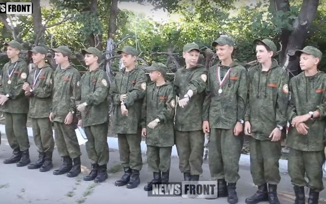 Боевики учат луганских школьников стрелять из автомата Калашникова (ВИДЕО)