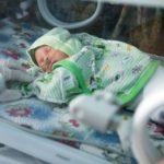 Новорожденного младенца хладнокровно выбросили возле дороги в Харькове