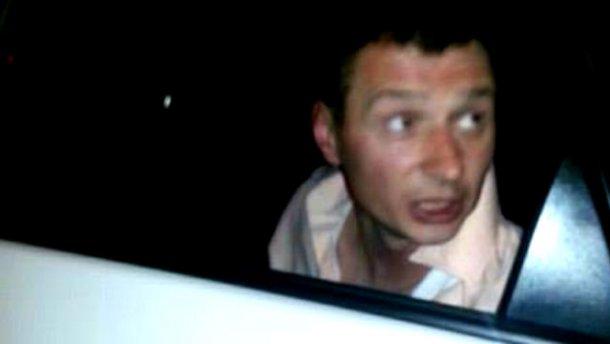 Во Львове таксист связал пьяного полицейского, который угрожал ему оружием (ФОТО)