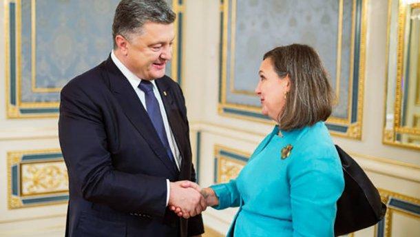Нуланд хочет поговорить о Донбассе с Порошенко, а потом с Путиным