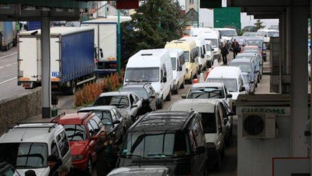 На границе с Польшей образовались километровые очереди