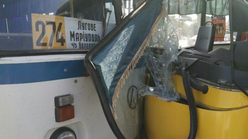 Масштабная авария в Мариуполе: фура и два автобуса не разминулись на перекрестке (ФОТО)