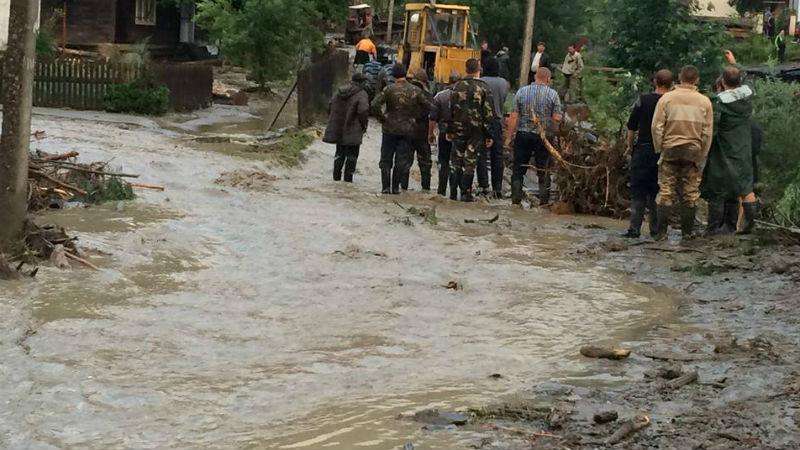 Стихийное бедствие на Закарпатье: повреждены дома, села остались без света (ФОТО, ВИДЕО)