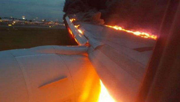 Boeing с пассажирами загорелся в Сингапуре (зрелищные ФОТО, ВИДЕО)
