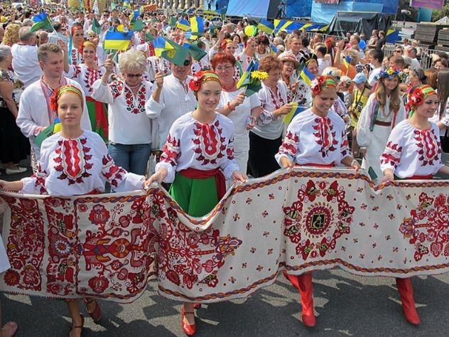 Кучма с горожанами пройдут улицами Львова в вышиванках