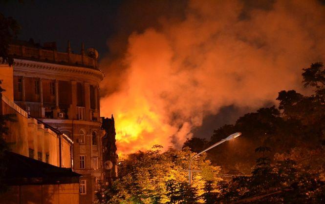 Пожар в Днепре: горел пятиэтажный жилой дом (ФОТО, ВИДЕО)