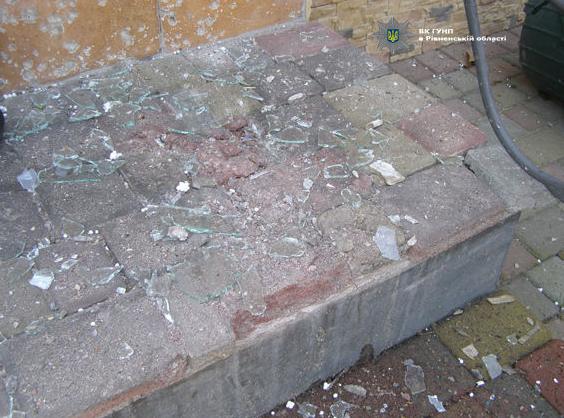 В Ровно во дворе частного дома прогремел взрыв (ФОТО)
