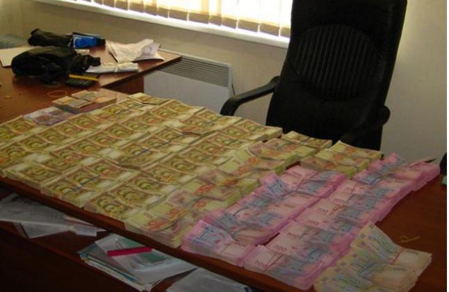 В Мариуполе силовики накрыли конвертцентр с оборотом 10 млн грн (ФОТО)