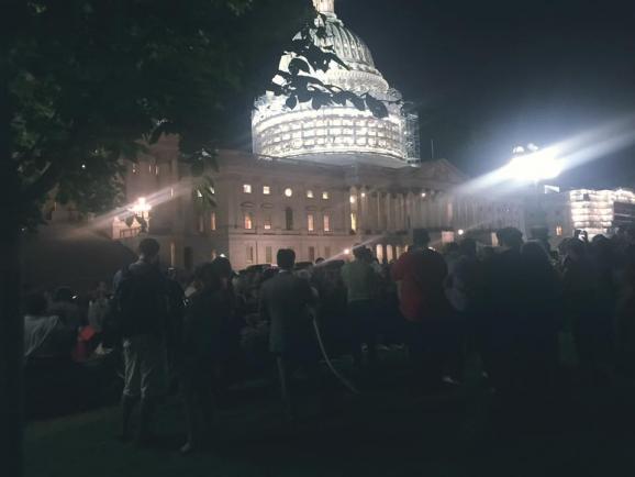Американцы возле Конгресса требуют ограничить продажу оружия (ВИДЕО)