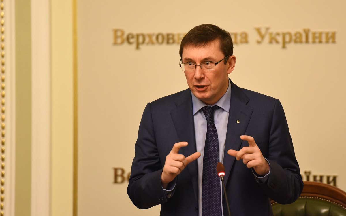 Луценко взял на работу сына вечной бухгалтера Генпрокуратуры, получившая статус участника АТО