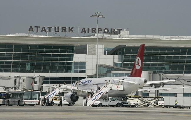 Около 30 украинцев в аэропорту Стамбула в безопасности, — генконсул