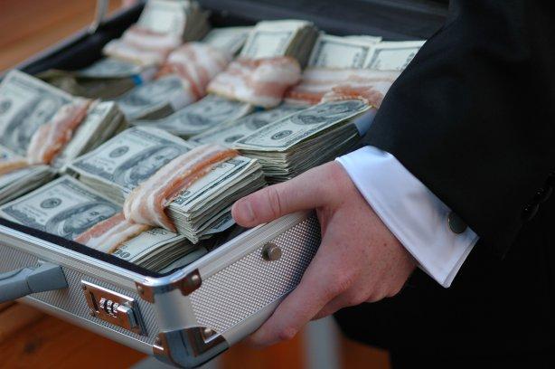 В Киеве задержали чиновницу ГФС при получении $10 тысяч взятки (ФОТО)