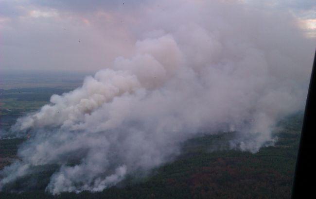 Пожар в Чернобыльской зоне: к тушению леса задействованы самолеты и вертолет
