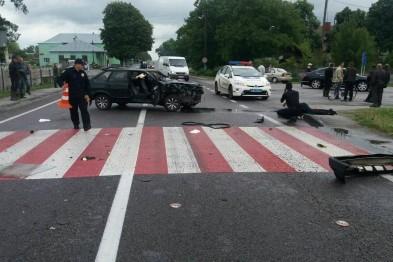 В результате аварии  на Львовщине водителя ВАЗа выбросило из салона автомобиля(ФОТО)