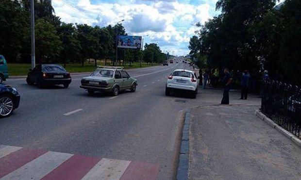 Во Львове на пешеходном переходе сбили человека