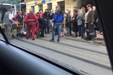 ДТП в центре Львова: под колеса автомобиля попал мотоциклист (ФОТО)