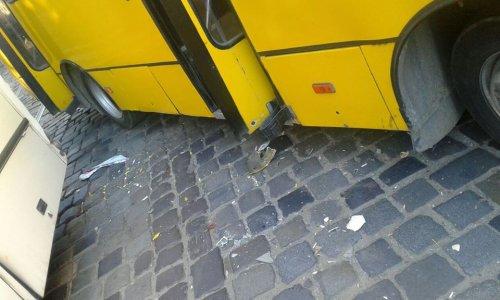 Во Львове ДТП с двумя маршрутками заблокировало движение по ул. Подвальной (ФОТО)