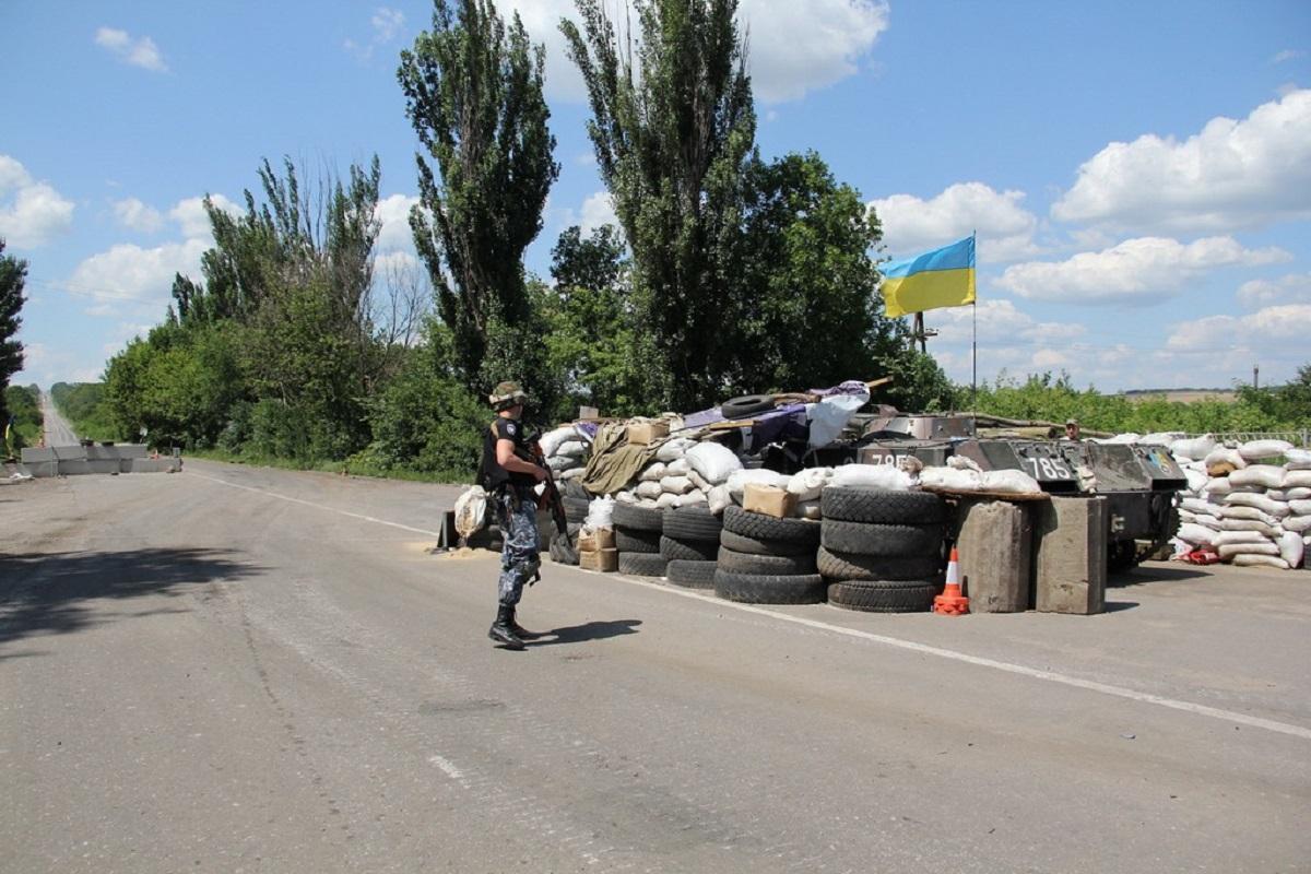 На донецком направлении боевики из гранатометов обстреляли ряд позиций сил АТО
