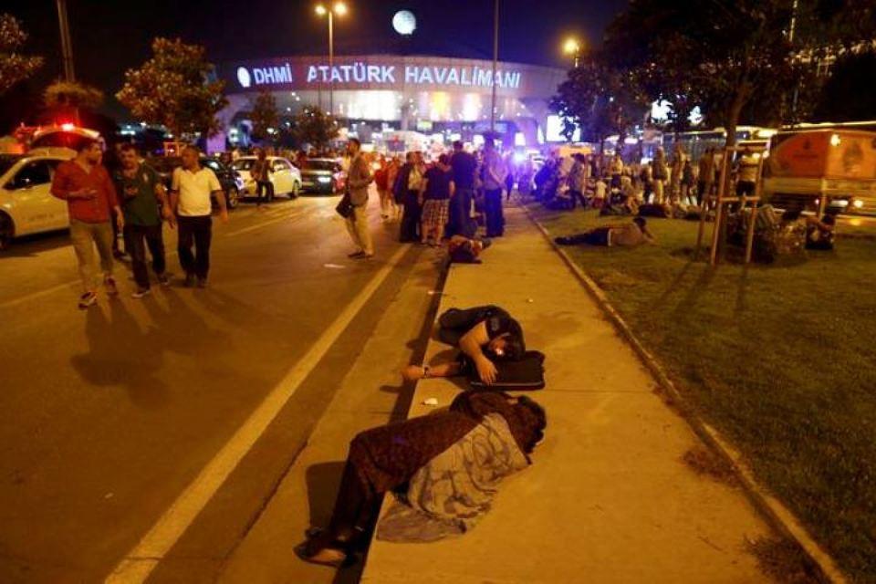 Турция задержала еще троих подозреваемых в стамбульских терактах