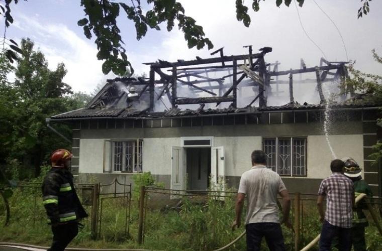 На Франковщине молния дотла сожгла дом (ФОТО)