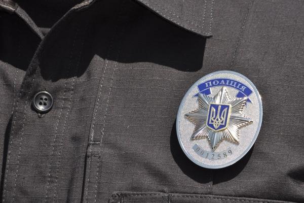 В Киеве на вокзале патрульный полицейский избил инвалида резиновой дубинкой