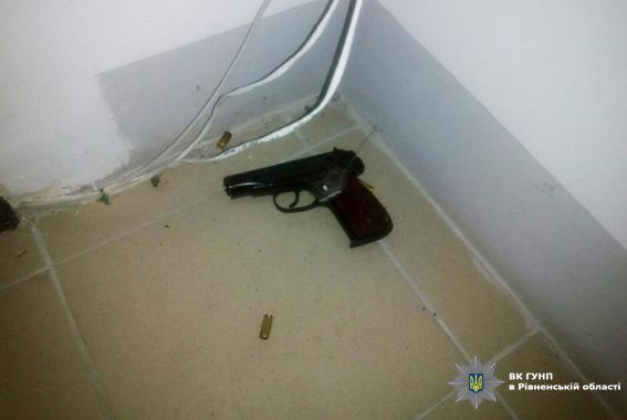 В Ровно мужчина, назвавшийся депутатом, открыл стрельбу по полицейским