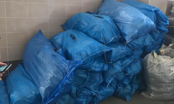 На Волыни пограничники обнаружили в партии секонд-хенда новые вещи почти на 700 тыс. грн (ФОТО)
