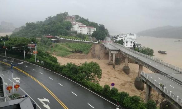 Ужасное бедствие: тайфун уничтожил тысячу домов в КНР; отменены 400 авиарейсов (ФОТО, ВИДЕО)