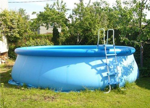 Во Львовской обл. мужчина утонул в надувном бассейне (ФОТО)