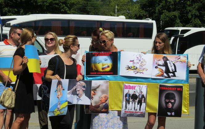 Украинская диаспора в Словении встретила Путина громким протестом (ВИДЕО)