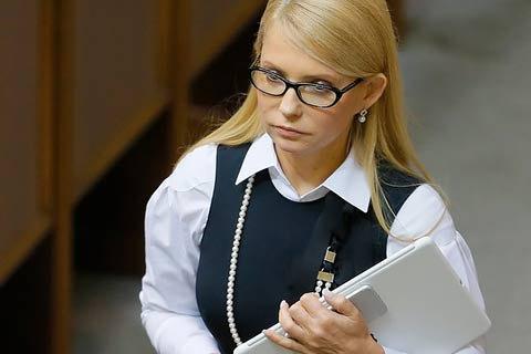 Тимошенко выступила перед бедными пенсионерами в туфлях от Gucci за 1 млн. Грн (ФОТО)