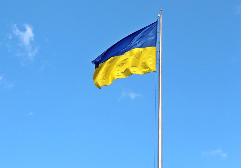 Более полусотни террористов не осмеливаются сбить украинский флаг в Марьинке