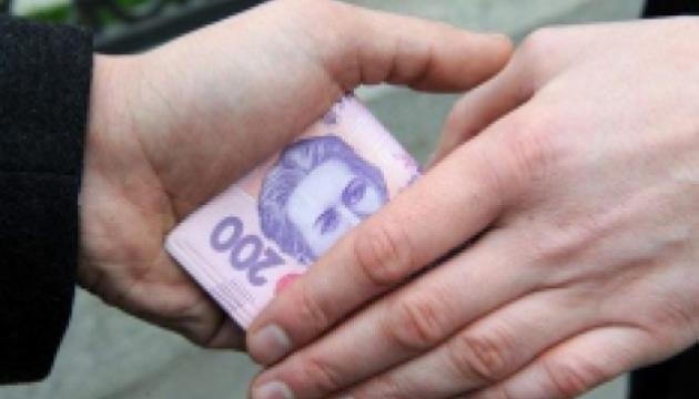 Во Львове таможенник-взяточник устроил погоню и швырял деньгами из окна авто (ФОТО)