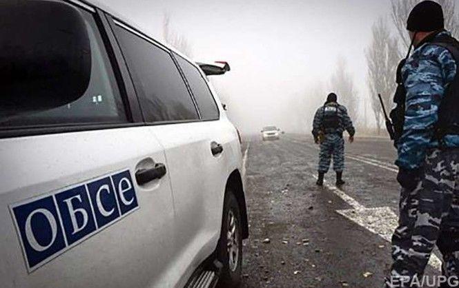 Боевики к югу от Донецка заблокировали проезд автомобиля ОБСЕ, угрожали оружием