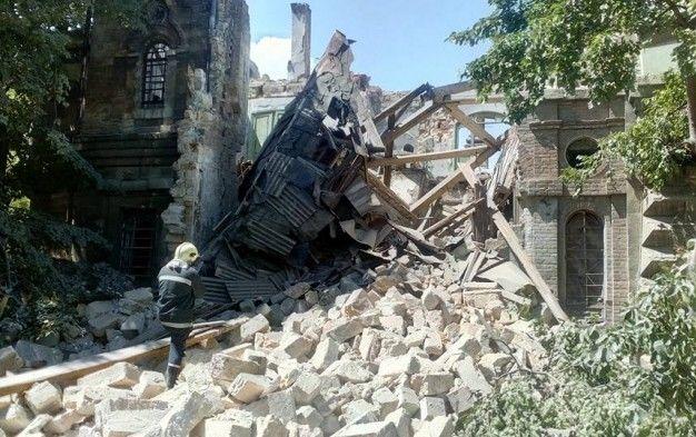 В центре Одессы рухнуло здание Русского технического общества, под завалами могут быть люди (ВИДЕО)