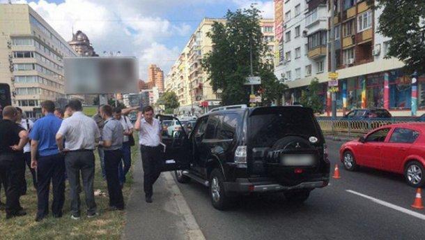 В Киеве неизвестные открыли стрельбу (ФОТО)