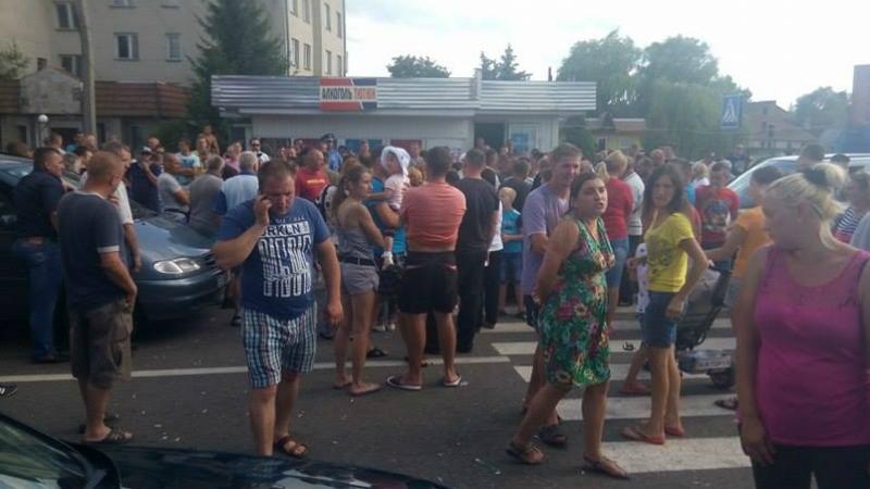 Заблокированные авто и бесконечные очереди: как возмущенные протестующие блокируют границу с Польшей (ФОТО)