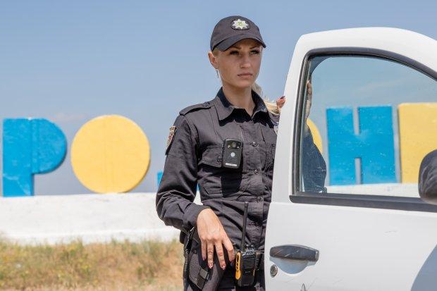 Хрупкая полицейская в зоне АТО: история достойна уважения