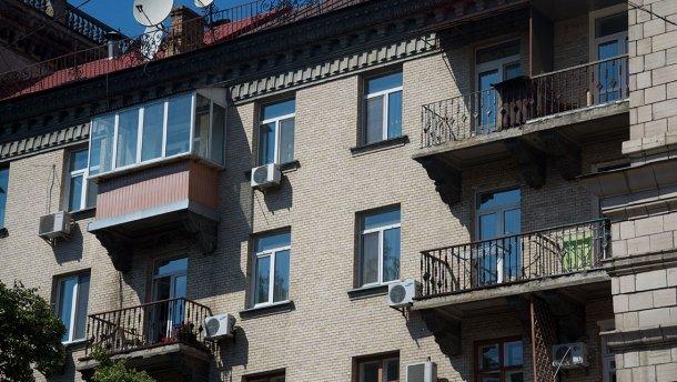 В Киеве страстная парочка выпала с балкона во время секса