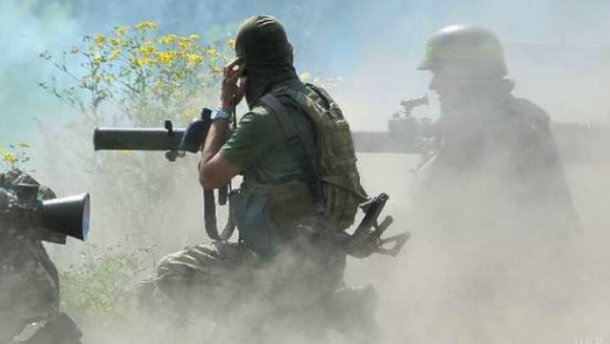 Украинские военные взяли в плен террористов под Троицким
